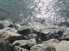 I don't only like the water but also the rocks, don't they look just awesome??